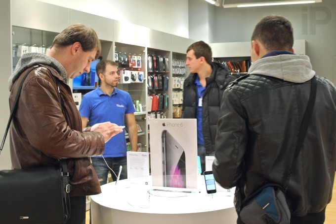 Ритейлеры не стали ждать повышения цен от Apple