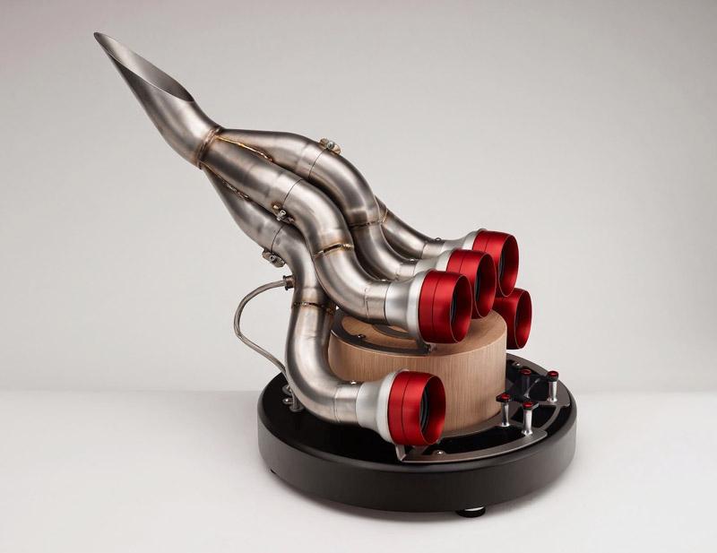 Акустической док-системой для iPhone стал выпускной коллектор Ferrari