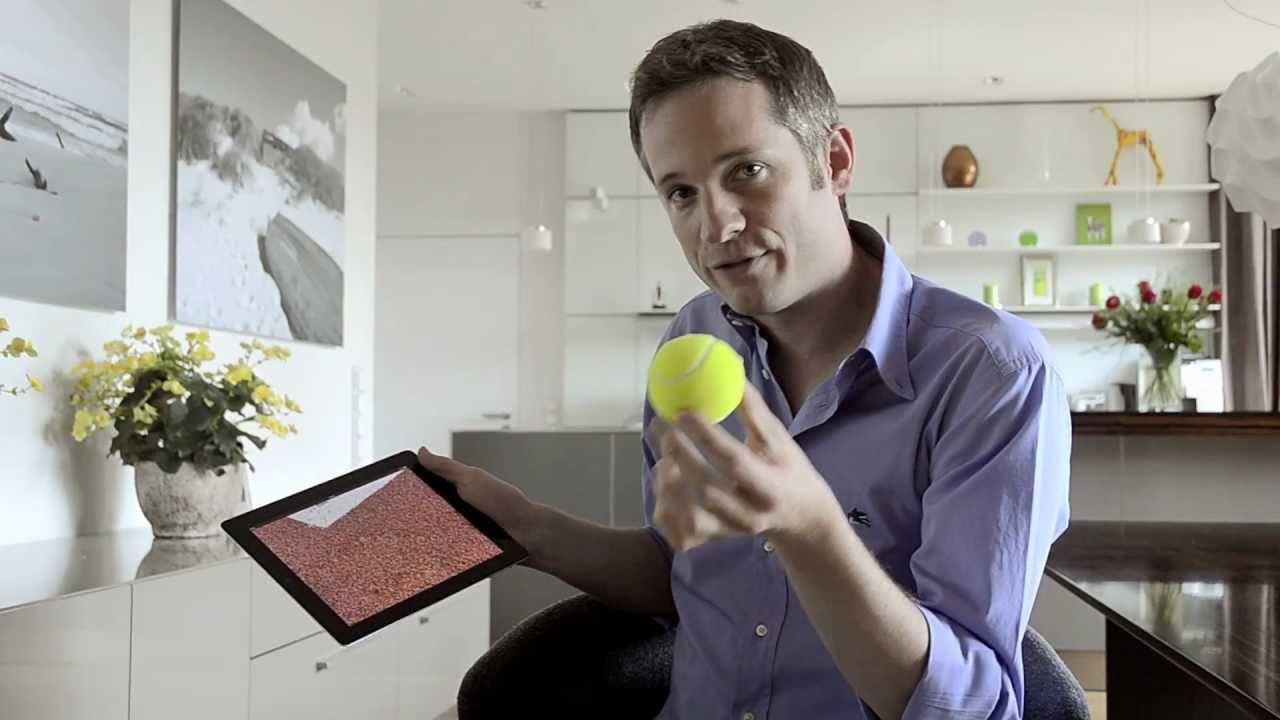 В руках ловкого фокусника iPad показывает магию