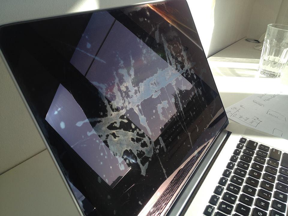 Экраны MacBook Pro начали отторгать антибликовое покрытие