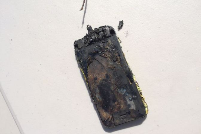 iPhone в третий раз загорелся