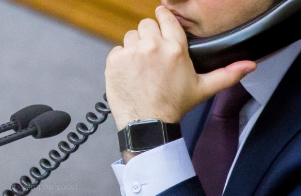 Спикер Верховной Рады Украины носит Apple Watch