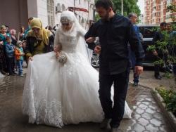 Глава Чечни: Мужчины должны забрать женщин из WhatsApp